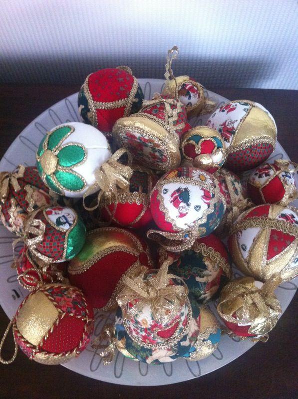 Palle di natale in polistirolo rivestite con ritagli di - Decorazioni in polistirolo ...