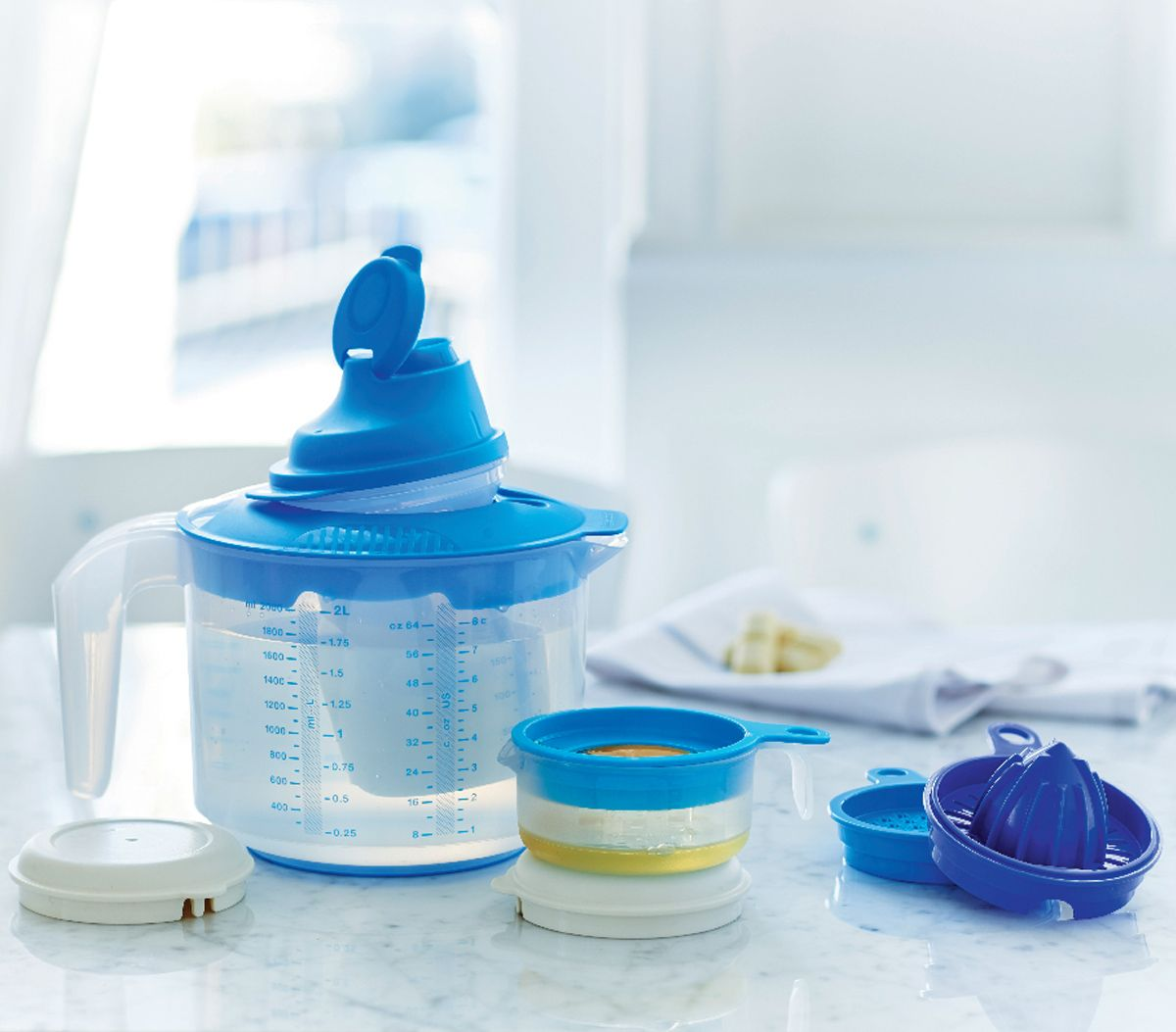 Kitchen, Dining & Bar Tupperware Mix N Stor