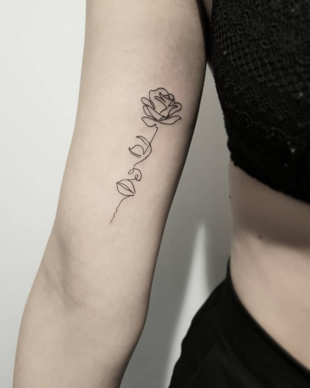 One Line Tattoos 34 Continuous Line Tattoos That Are As Beautiful As They Are Simple Continuous Line Tattoo Line Tattoos Line Art Tattoos