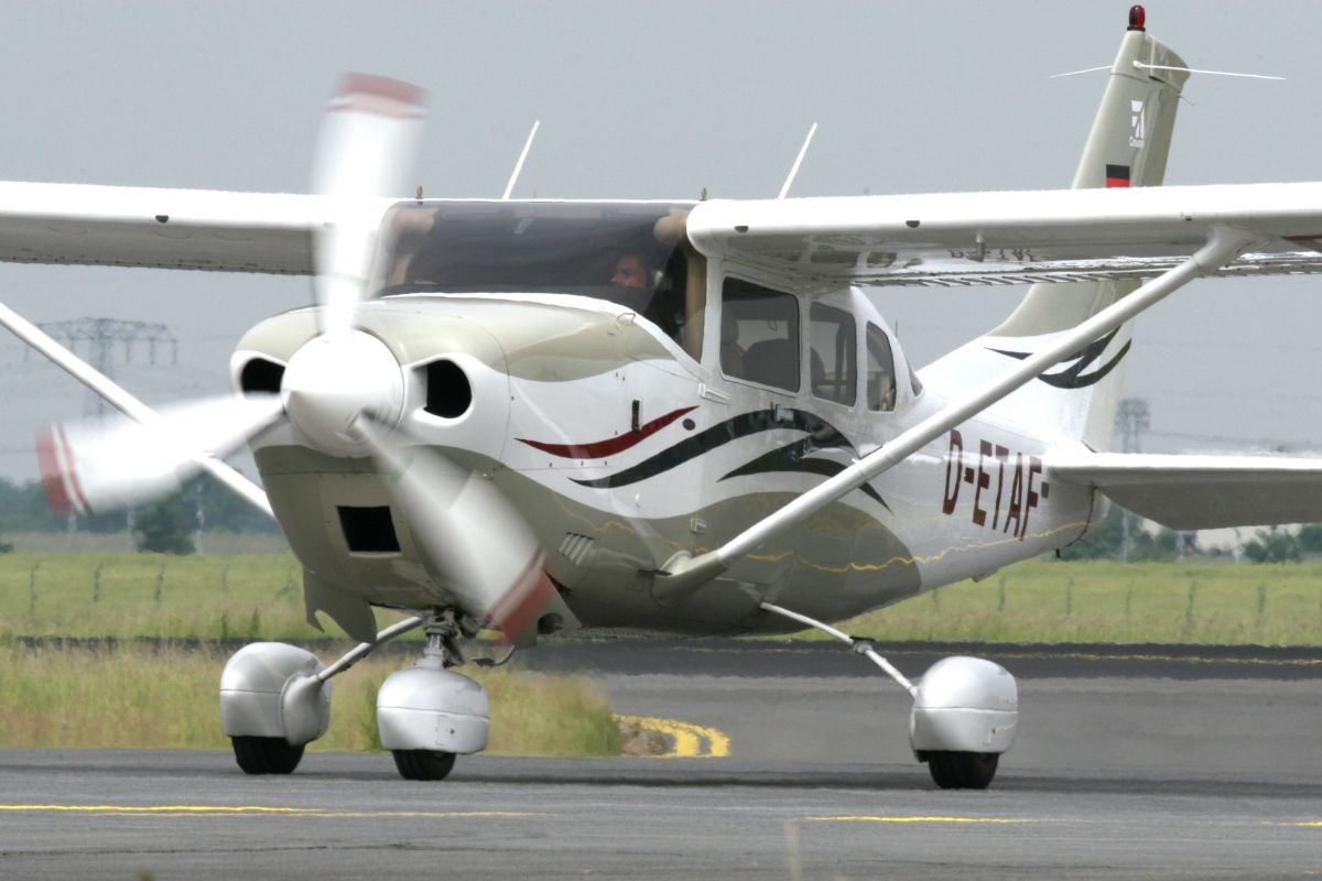 Cessna 206. Technical specifications. Modifications. Photography ...