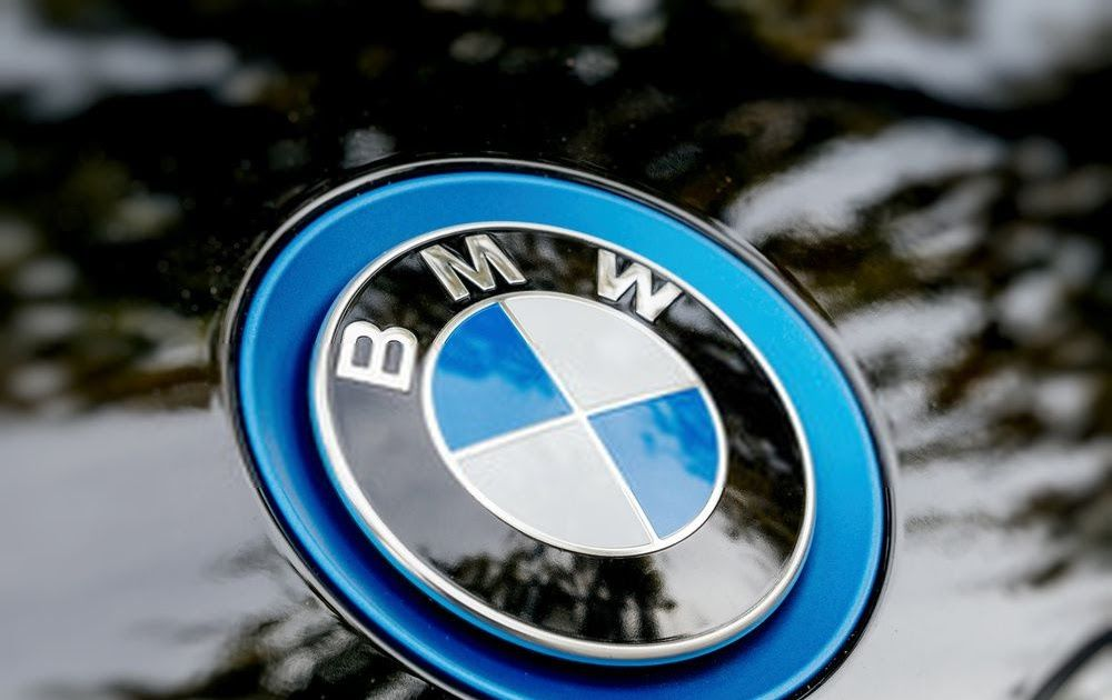تقوم الكثير من شركات السيارات الموجودة في مصر بعمل عروض على بيع السيارات من أجل الاستثمار وجذب عدد كبير من العملاء بسبب الركود الشدي Bmw Bmw Logo Vehicle Logos
