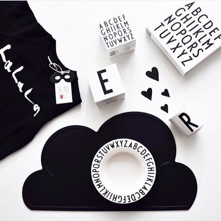We Love black & white  this Lovely picture is taken by @marjukkall #kgdesign #letters #designletters #black #blackandwhite #white #scandinaviandesign #design #eat #kids #placemat #cloud #heart #favorite