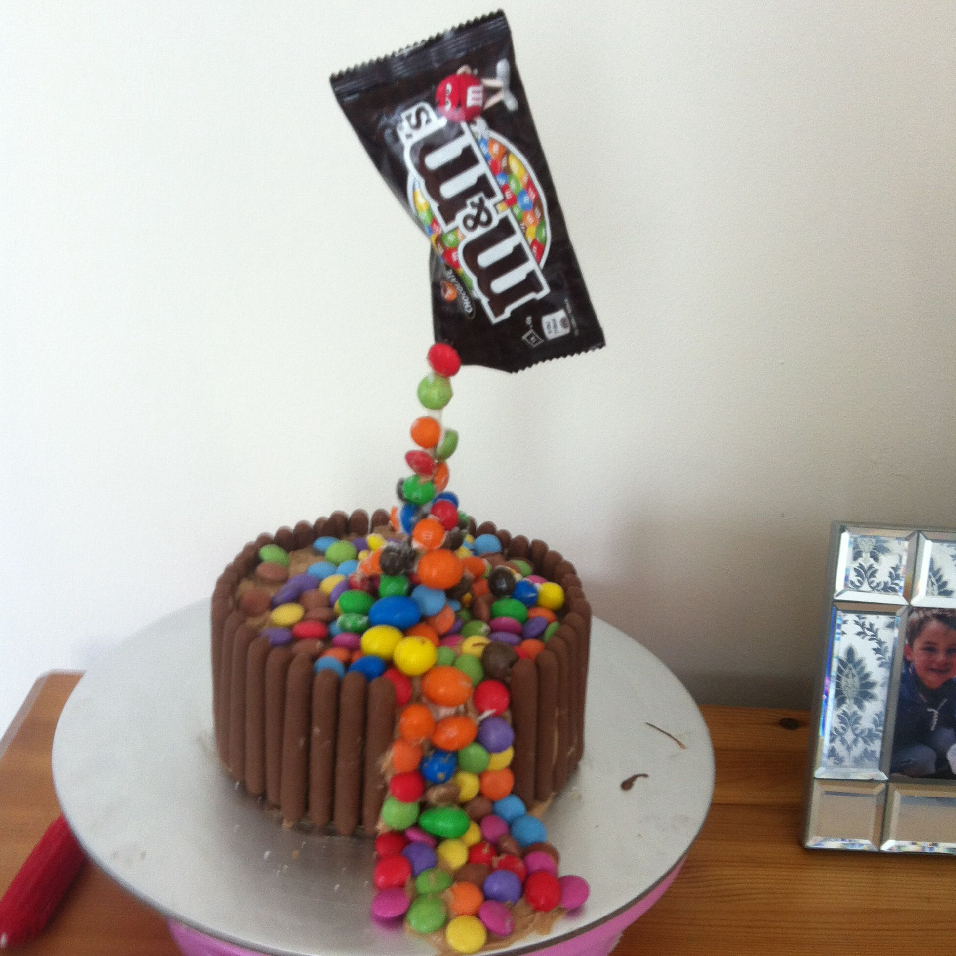 Anti Gravity Cake Anti Gravity Cake Gravity Cake Cool Cake Designs