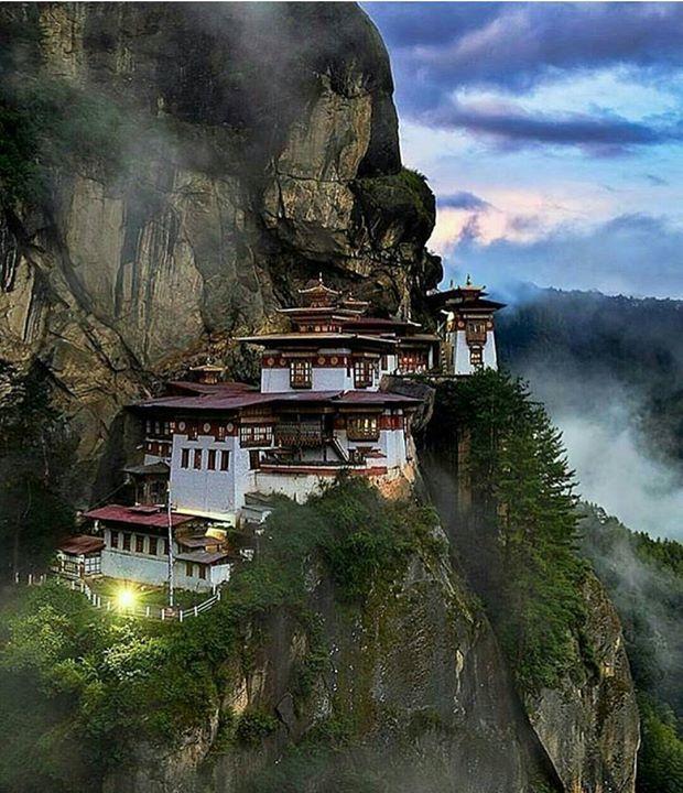 Hotels-live.com/pages/sejours-pas-chers - Bhutan photo by @elialocardi #awesomedreamplaces Hotels-live.com via https://www.instagram.com/p/BFmltNTlNoX/