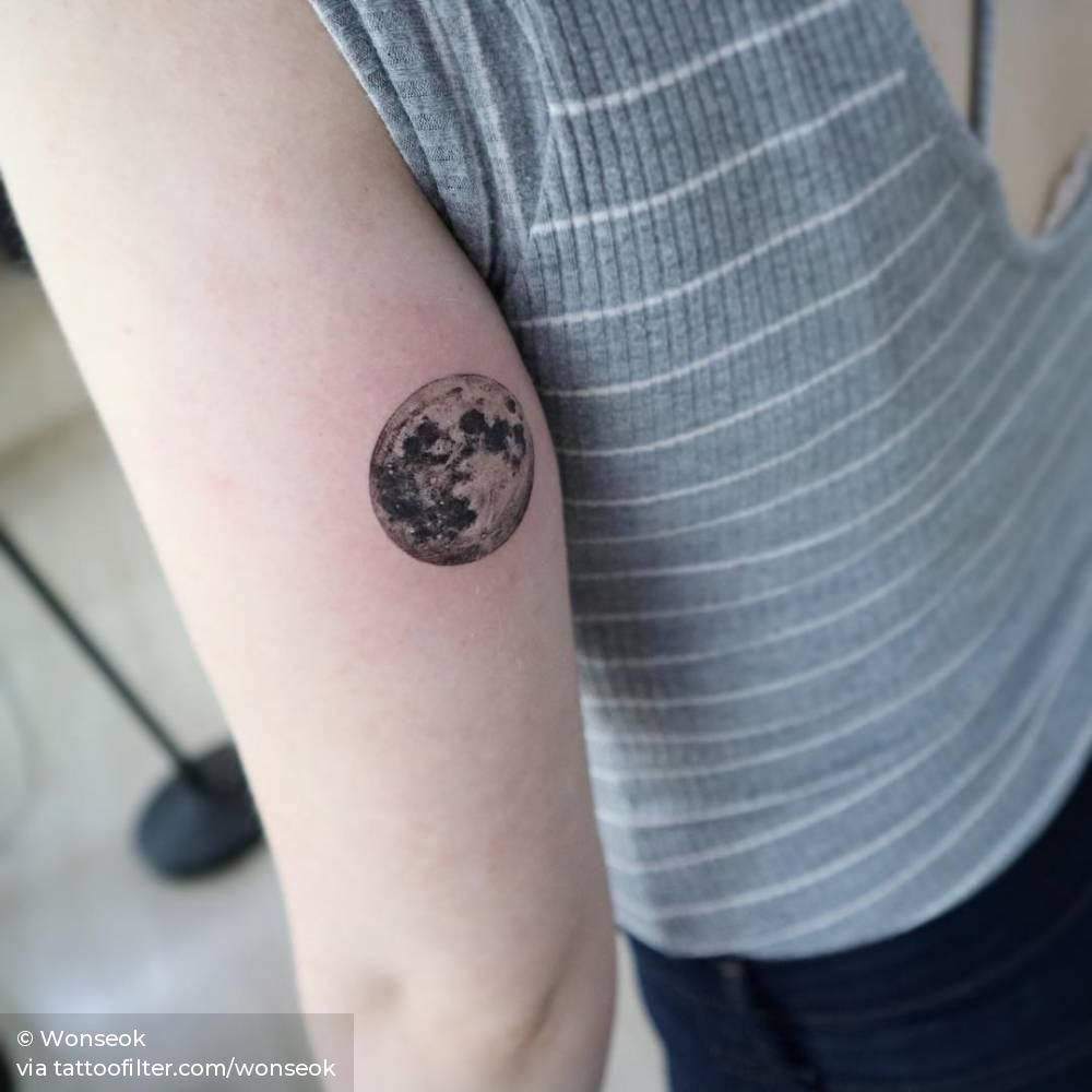Full Moon Tattoo On The Back Of The Left Arm Full Moon Tattoo Moon Tattoo Tricep Tattoos