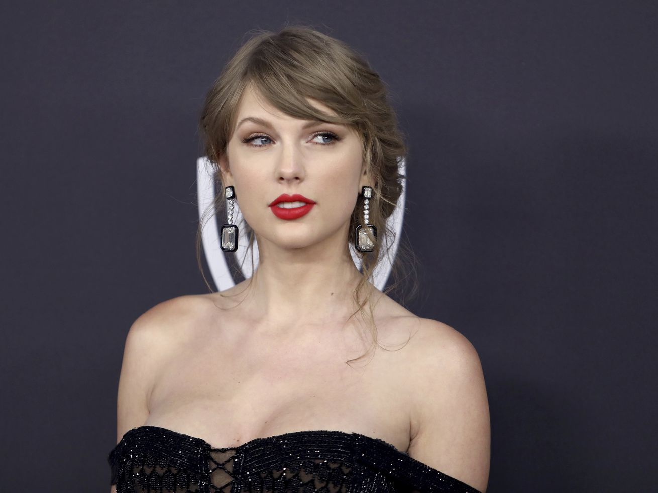 Coronavirus: Taylor Swift, Ariana Grande are sending money to fans in need