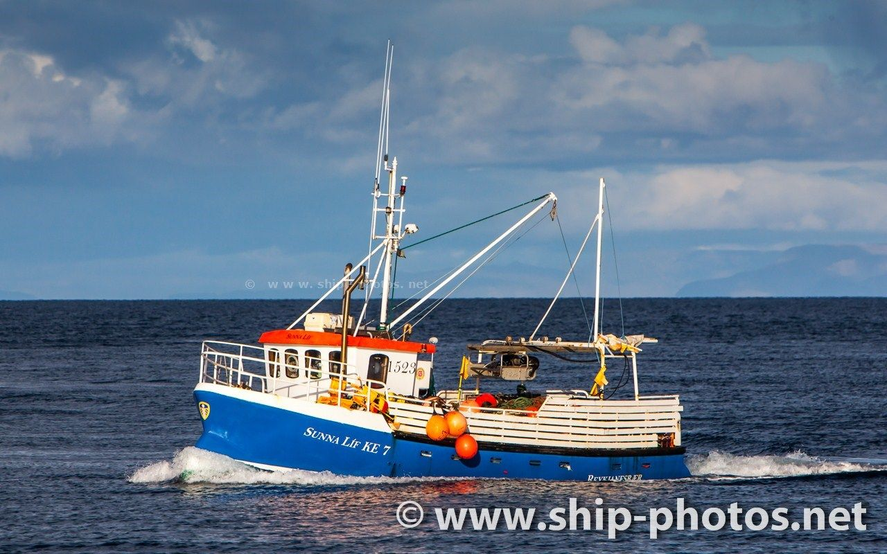 Image of the commercial fishing boat 1523 Sunna Líf KE-7 with home port in Keflavik, Iceland.