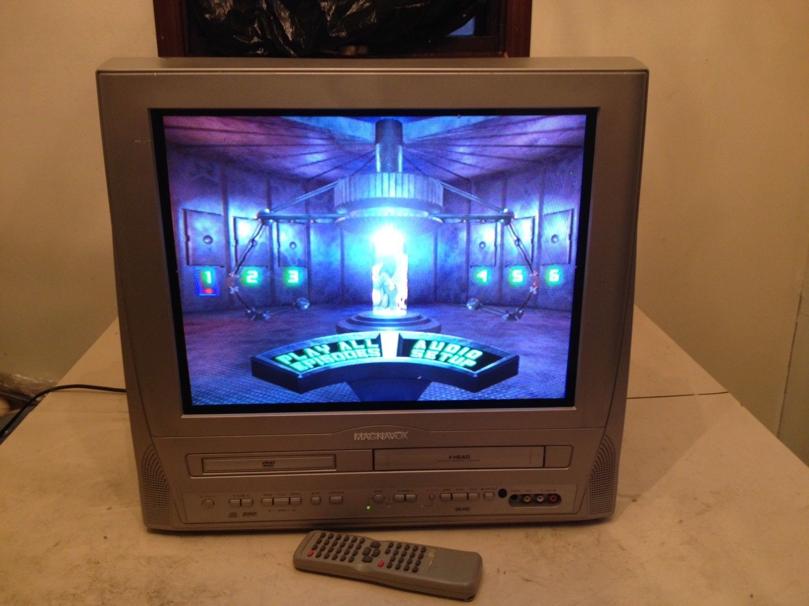 Magnavox 20 TV / VCR / DVD Combo Player MWC20T6 VHS Flat