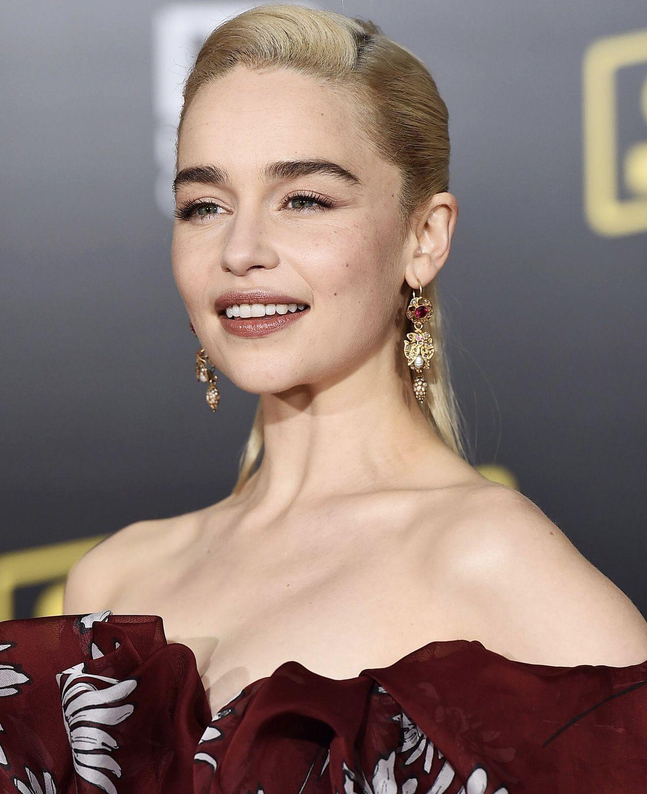 Emilia Clarke   Emilia clarke, Emilia clarke hot ...