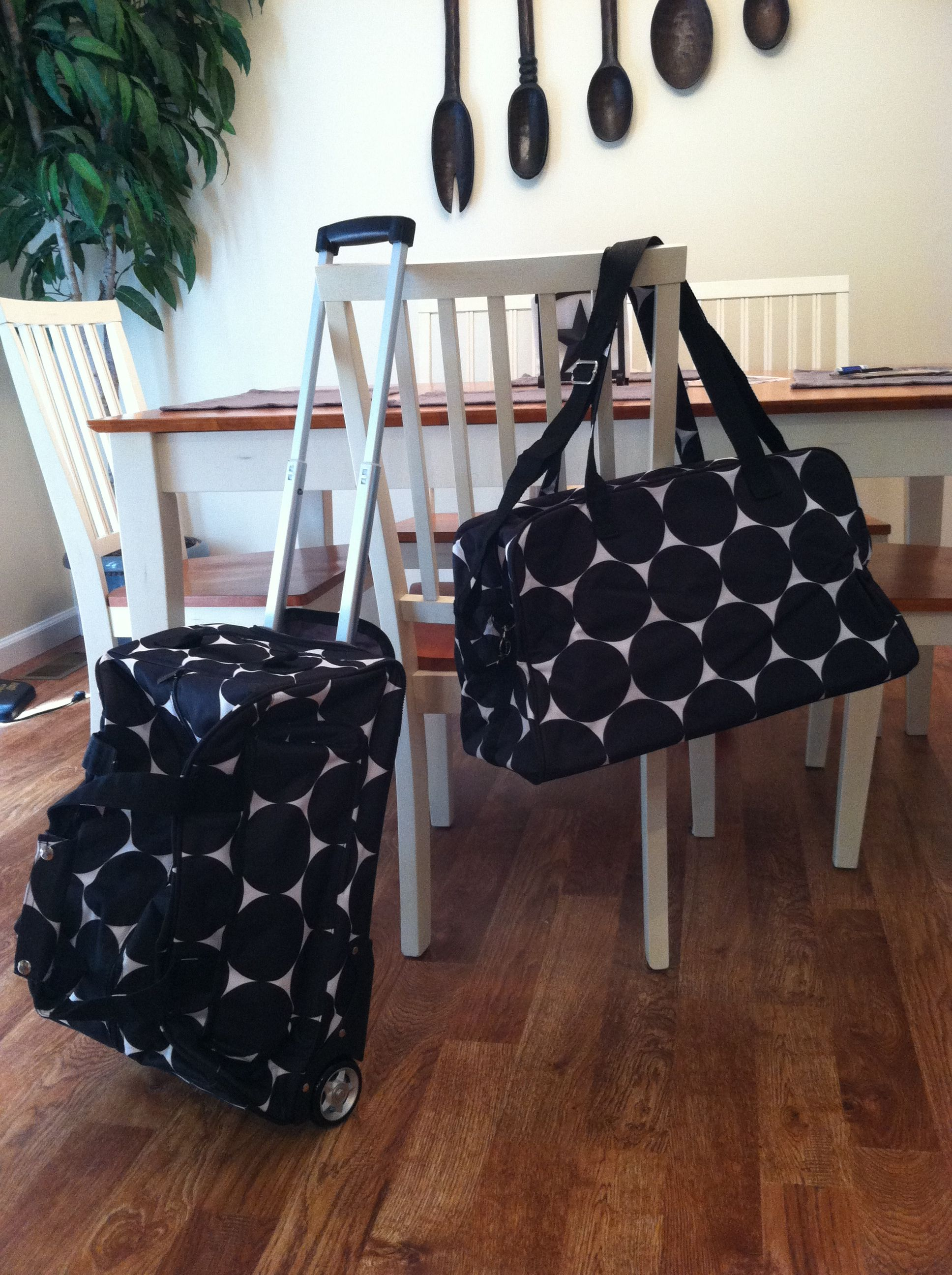 Love my new Uptown Rolling Weekender and City Weekender :-). Perfect for those overnight getaways, long weekends, or a perfect carry on!