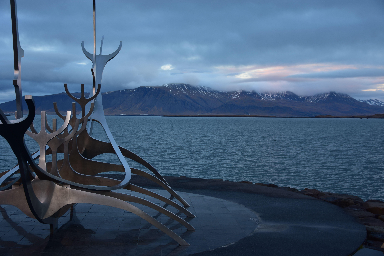 Monumento al sol, en el puerto de Reykjavic