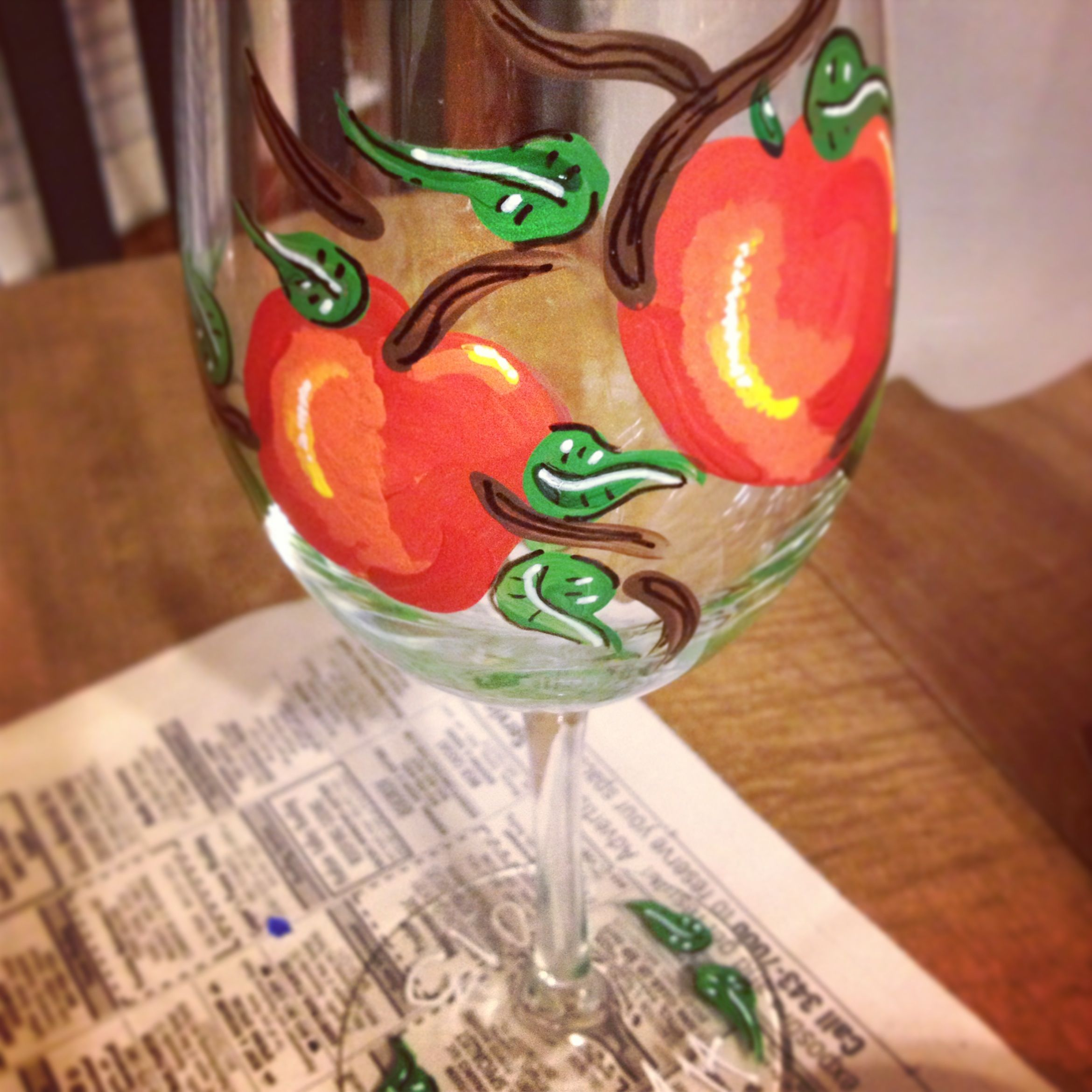 Apple Painted Wine Glass Vdesigns Apple Painting Painted Glasses Painted Wine Glass