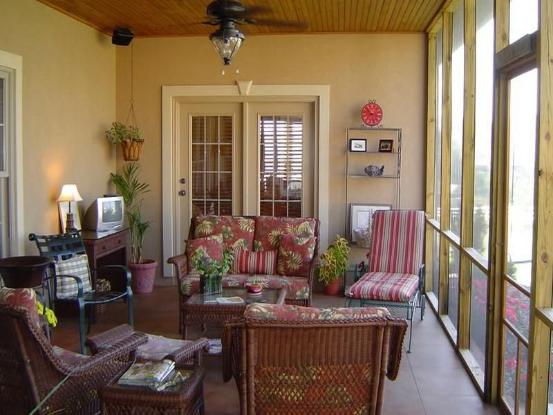 Back porch decorating ideas screened porch decorating for Screened in porch decor