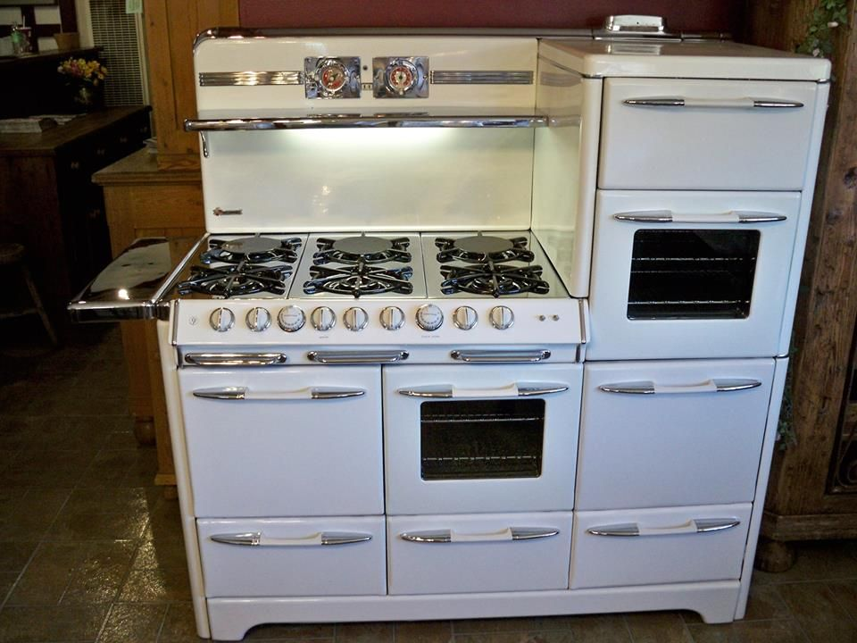 The Perfect Stove With Multiple Ovens O Keefe And Merritt Town Country Six Burners Two Broilers Warming Drawer 12k