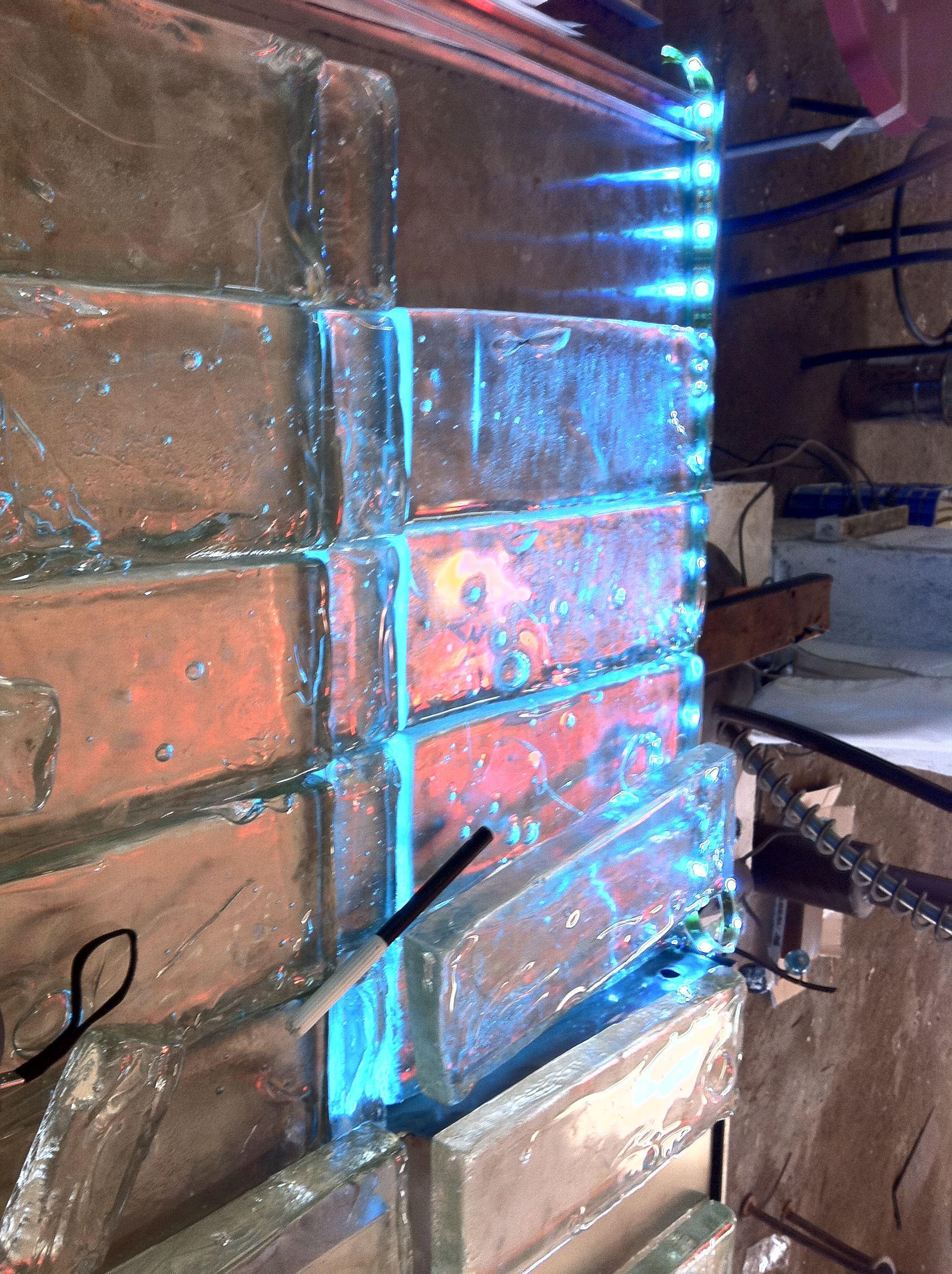 Montage Fontaine Pour Penthouse Briques De Verre Artisanales  # Etagere Verre Et Brique