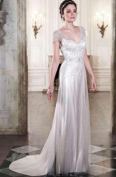 c7871a5a0 Vestido de novia estilo art decó con joya enrejada superpuesta ...