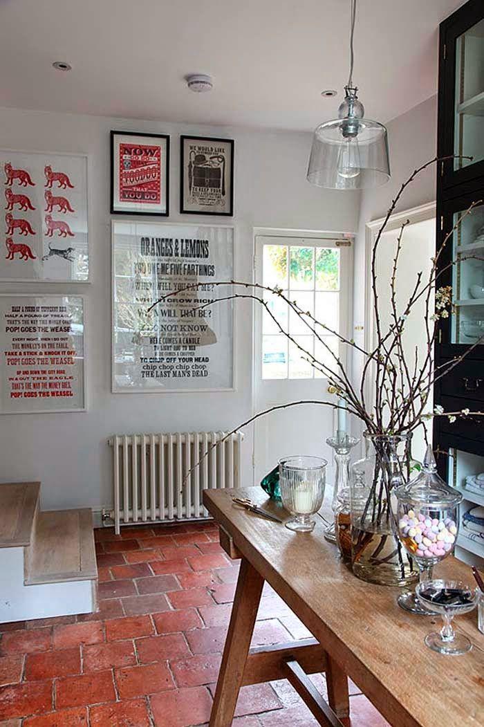 Kolme kotia - Three Homes Tälle päivälle löytyi kolme kaunista kotia, joista jokaisesta löytyy vaaleita pintoja ja valoisia tiloja. Kaks...
