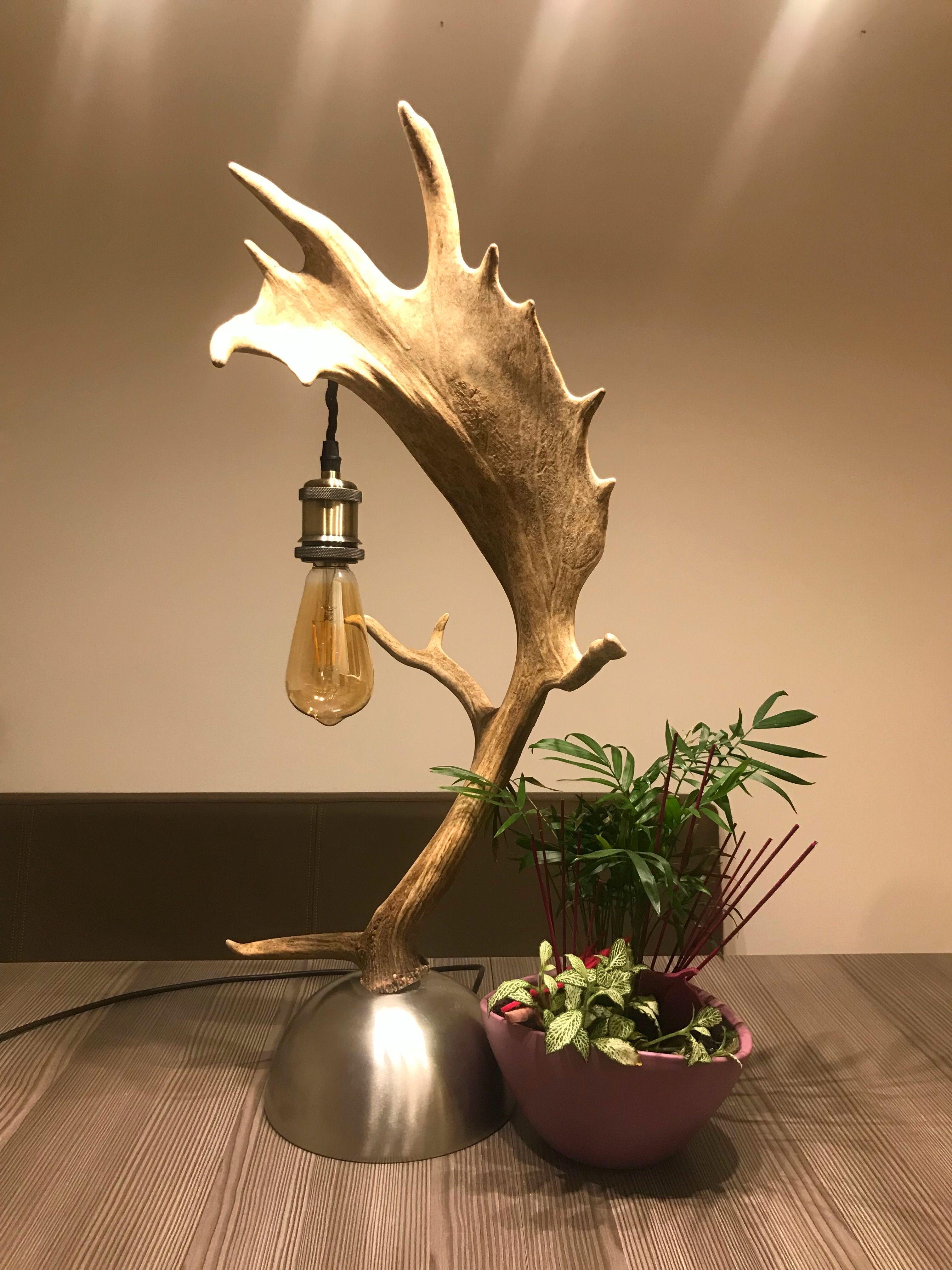 Geweih Tischlampe Von Der österreichischen Manufaktur OH MY DEER Geweih  Luster / Geweih Kronleuchter / Geweih Lampen Nach Maß Und Aus Echten  Geweihen Antler ...
