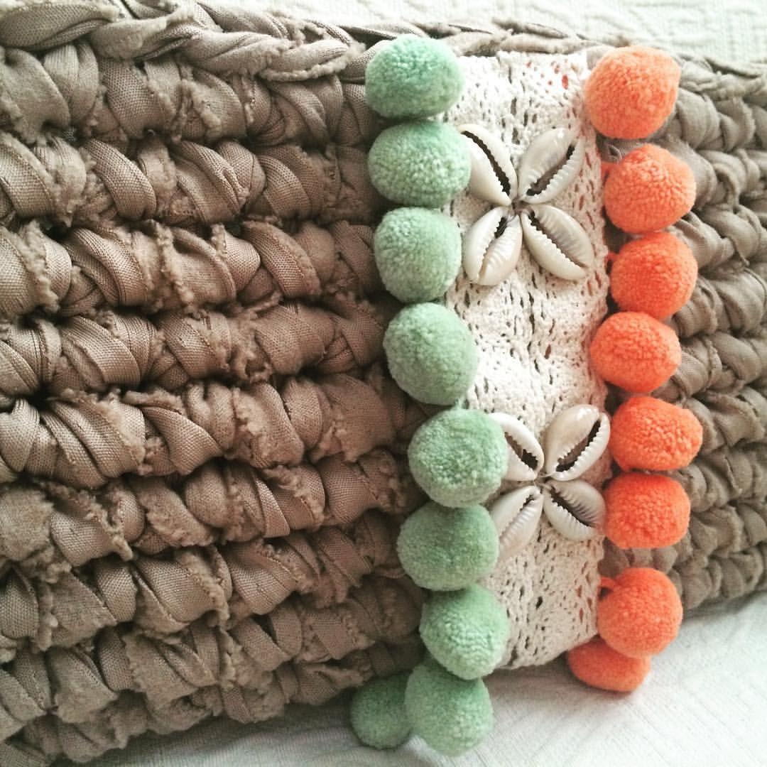 Y sigue creciendo la colección ... #macadamiarepublic #trapillo #handmade #hechoamano #crochet