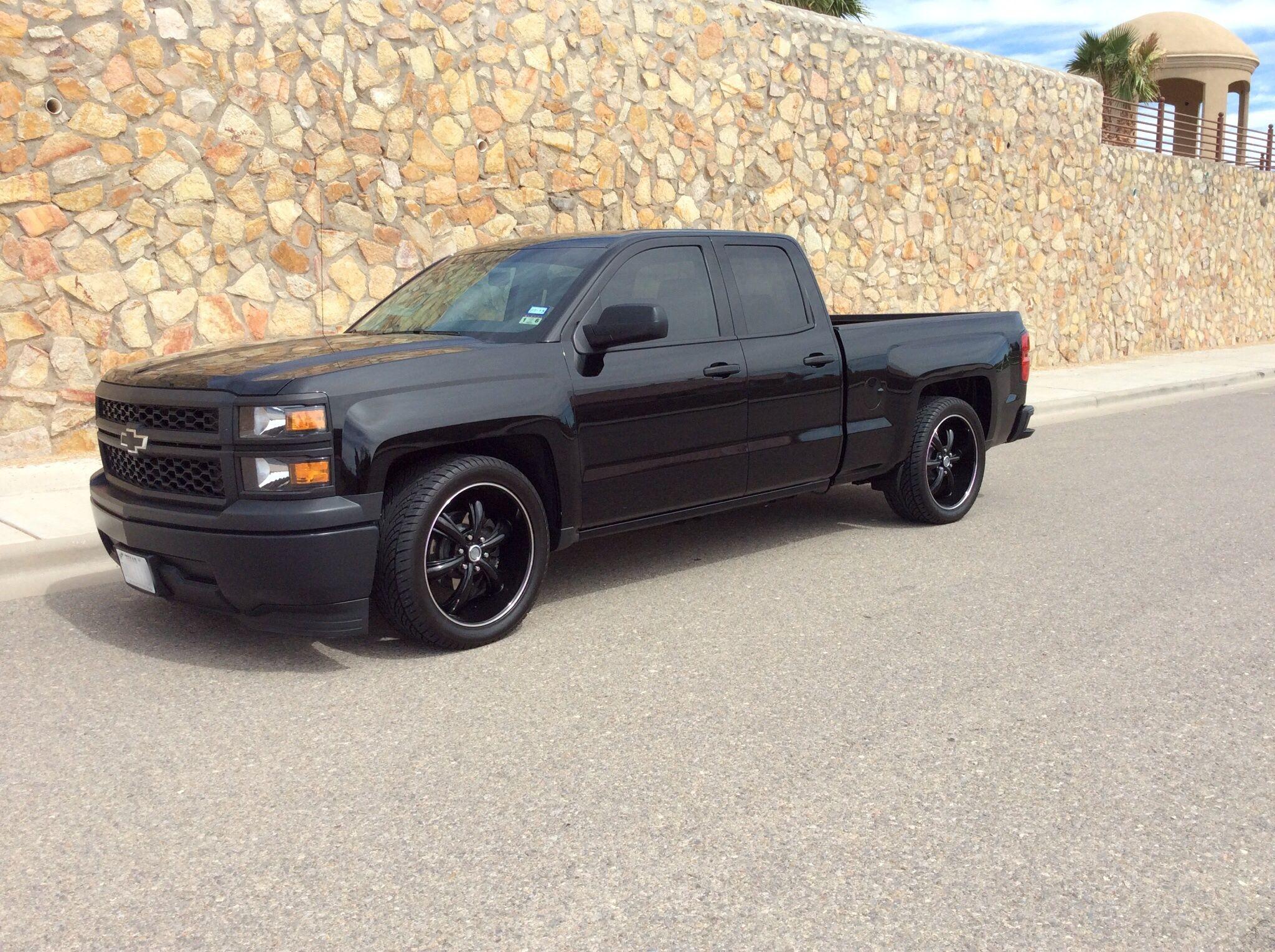 2014 Silverado With A Rough Country 2 4 Drop Kit And 22 Decenti Wheels 2014 Silverado Silverado Monster Trucks