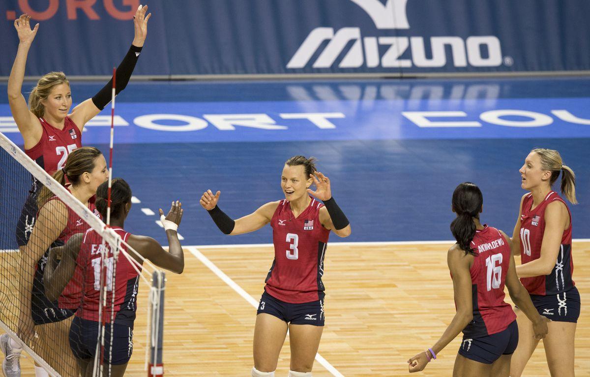 U S Women S Volleyball Team Clinches Rio Olympic Berth Olympictalk Nbc Sports Women Volleyball Rio Olympics Volleyball Team