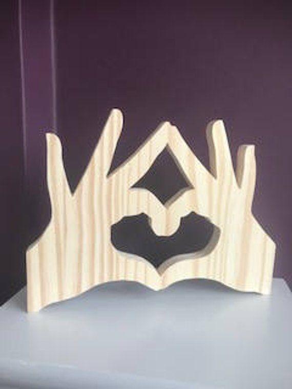Hände der Liebe, wunderschön von Hand gefertigt, Gebühr, stehend oder an der Wand montiert, kann ein Geschenk für jemanden auf einen besonderen Tag oder ein Stück der Dekoration für jeden Raum. Aus verantwortungsvoll bezogen Holz, dieser besteht aus Kiefernholz und natürlichen