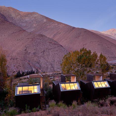 Hotel no deserto do Atacama voltado para explorar as espetaculares condições de observação do céu noturno.http://www.dezeen.com/architecture/hotels-architecture/page/3/