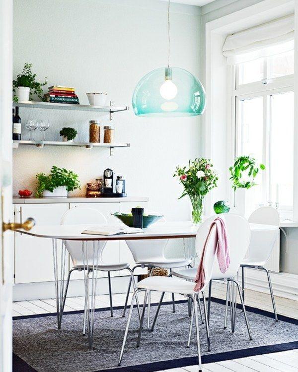 blaue lampe dunkler teppich helle wandfarbe home kitchen esszimmer esszimmer modern und. Black Bedroom Furniture Sets. Home Design Ideas