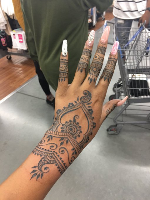 Pin by Amea on Tattoos Rihanna hand tattoo, Henna tattoo