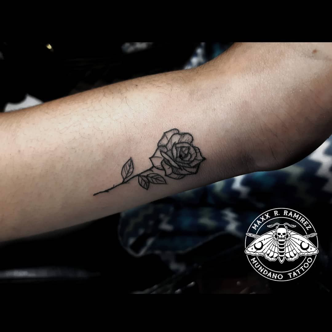 •MINI ROSA ★Los espero en ➡ Bajada Balta131 of.219 (2do piso)📍Miraflores• ★Atención:⏰Lunes a Domingo de 9am - 7pm• ★Citas o Consultas al DM📩 o Wpp📲 971873774• . . . . . . ✖Mundano Tattoo✖#tattoo #tattooart #art #arte #design #illustration #artwork #tattooink #tattooartist #tattoodesign #tattooartist #tattoostyle #mundanotattoo #lima #peru  #perutattoo #tattooperu