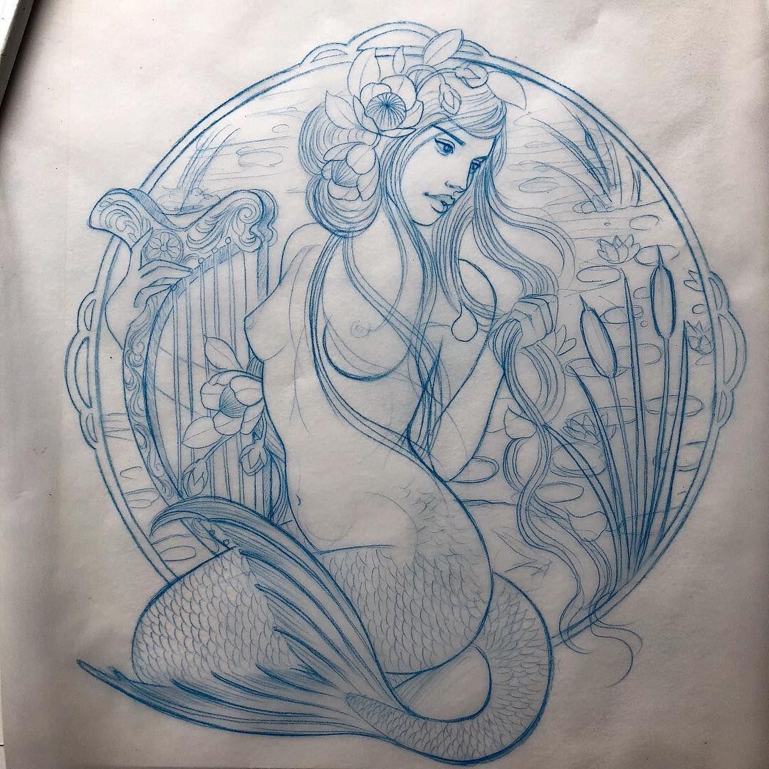 Hannah Flowers Auf Instagram Ein Weiteres Verfugbares Design Ich Mochte Dies Entweder An D In 2020 Kunst Mit Meerjungfrauen Meerjungfrau Tattoos Meerjungfrau Tattoo