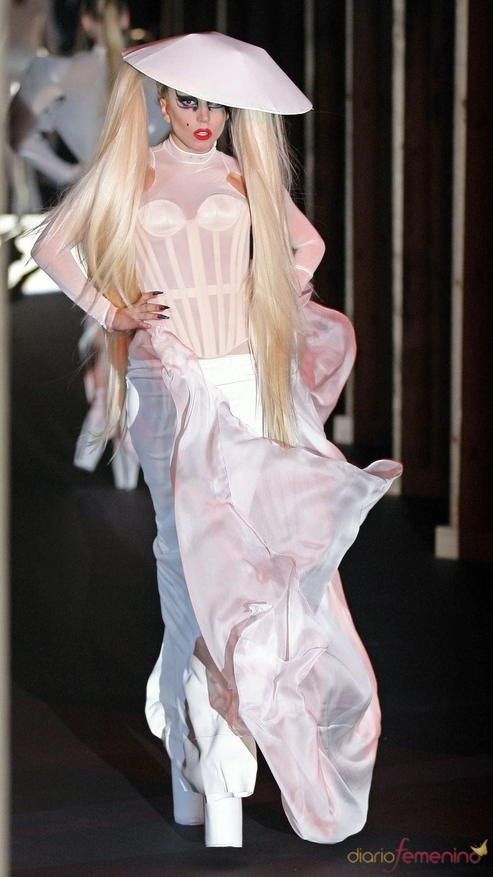 Watch Lady Gaga rocks the Thierry Mugler runway video