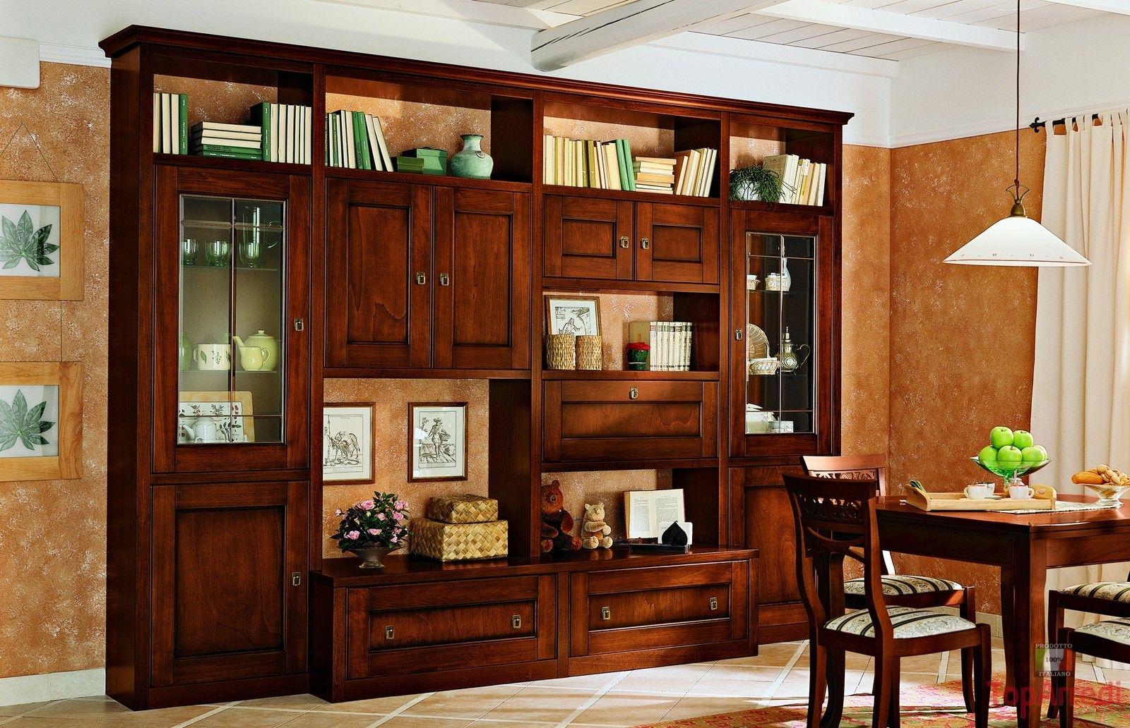 Soggiorno classico in legno massello con mobile porta tv for Arredamento classico soggiorno