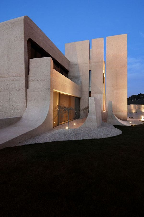 A Cero Architects Concrete House In Madrid, Has Monument Like Design