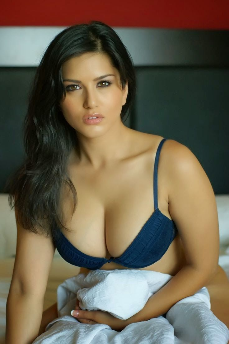 Hot and sexy wallpaper of sunny leone