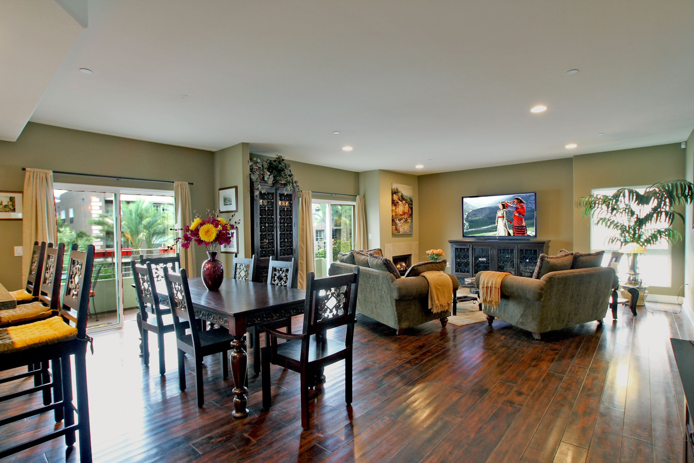 Just Sold 7249 Franklin Ave 401 Los Angeles Ca 90046 Living Room And Kitchen Design Wooden Dining Set Open Floor Plan Kitchen