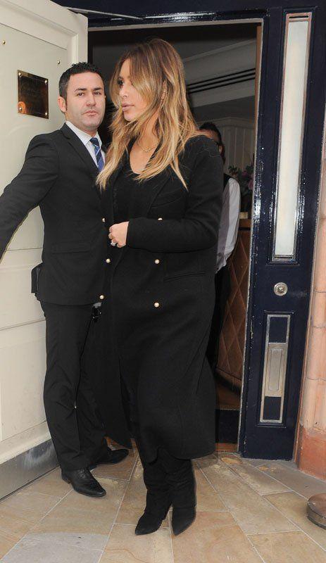 Kim Kardashian Touches Down in Paris after Brief Visit to London (3)
