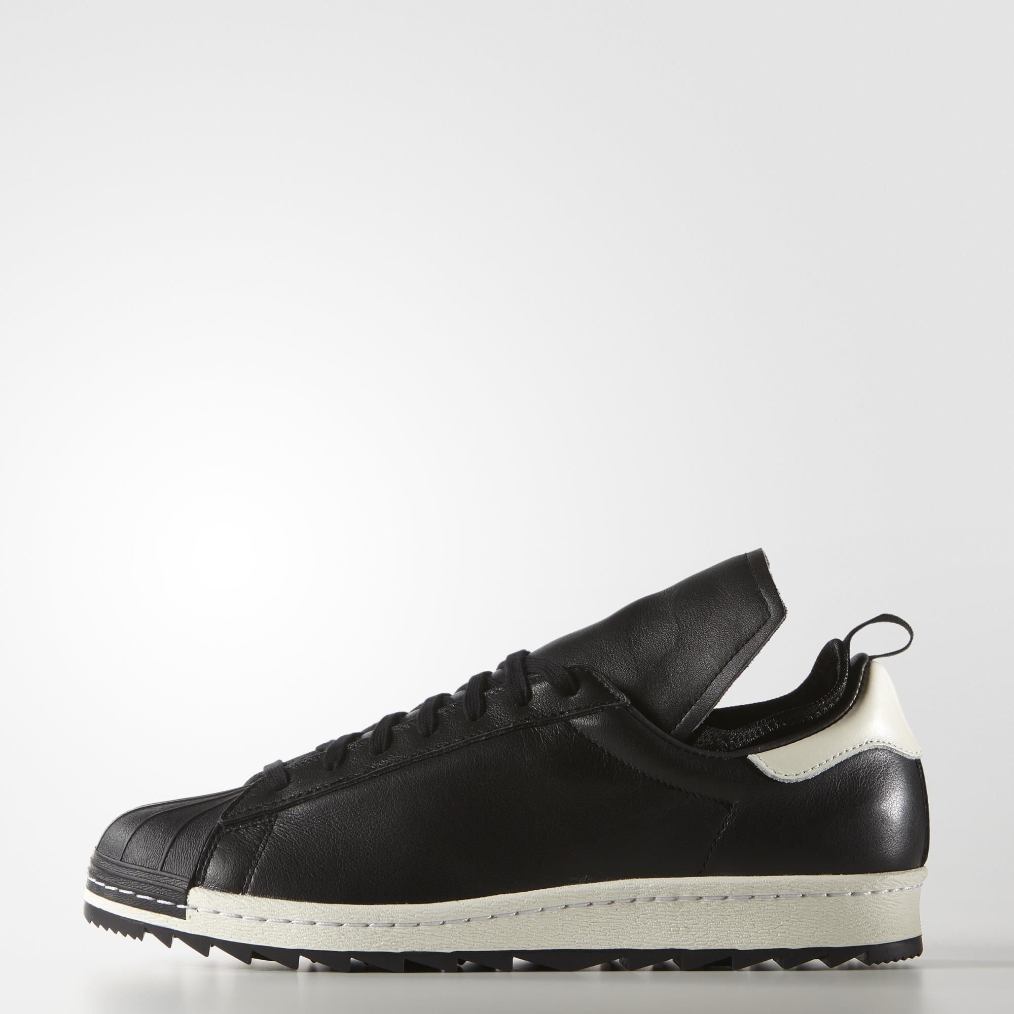 A remastered release of a street style hero. These men's shoes update the  legendary look