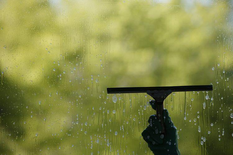 Cómo Quitar Las Manchas De Agua Dura De Las Ventanas Manchas De Agua Dura Manchas De Agua Limpiar Manchas De Agua