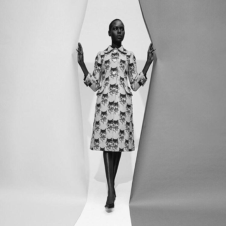 «Hello @ajak_deng ✨  #BlackBeauty #NoirBeauty #NoirStyle #Lemagazinenoir #AjakDeng»