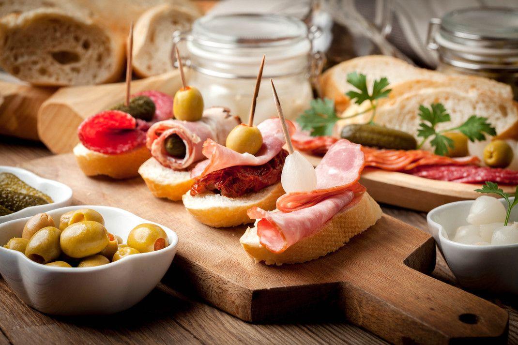 Przepisy Na Hiszpanskie Tapas Przepisy Pl Food Recipes Catering