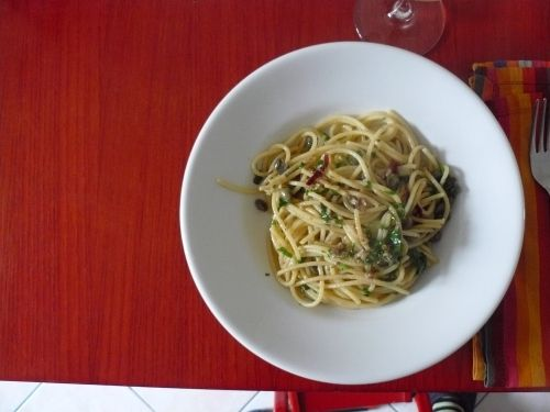 Spaghetti with garlic, oil, chili, anchovies, capers and parsley