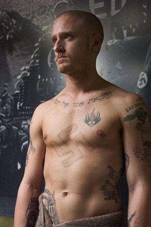 Der jüdische Skorpion ohne shirt, und mit atletische Körper am Strand