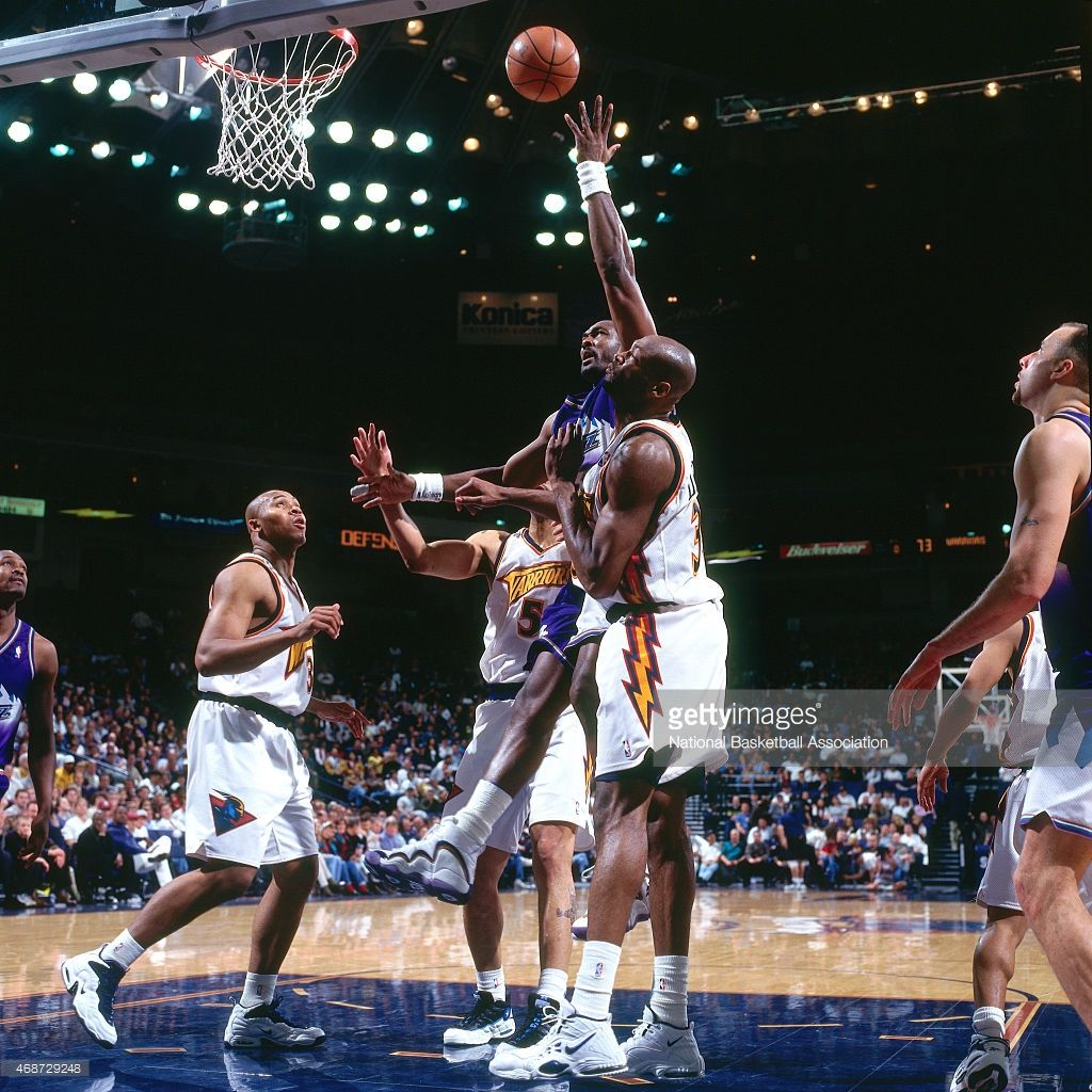 8ffb20c90 Those Karl Malone 32 of the Utah Jazz shoots against the Golden State  Warriors on April ...