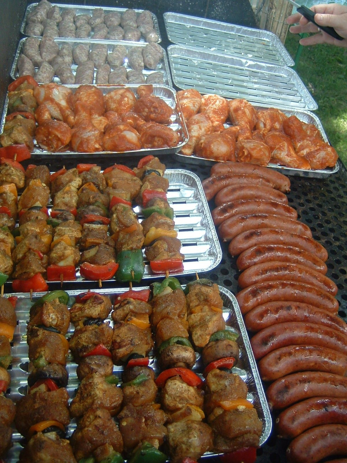 BBQ, love the trays | Outdoor party foods, Wedding food