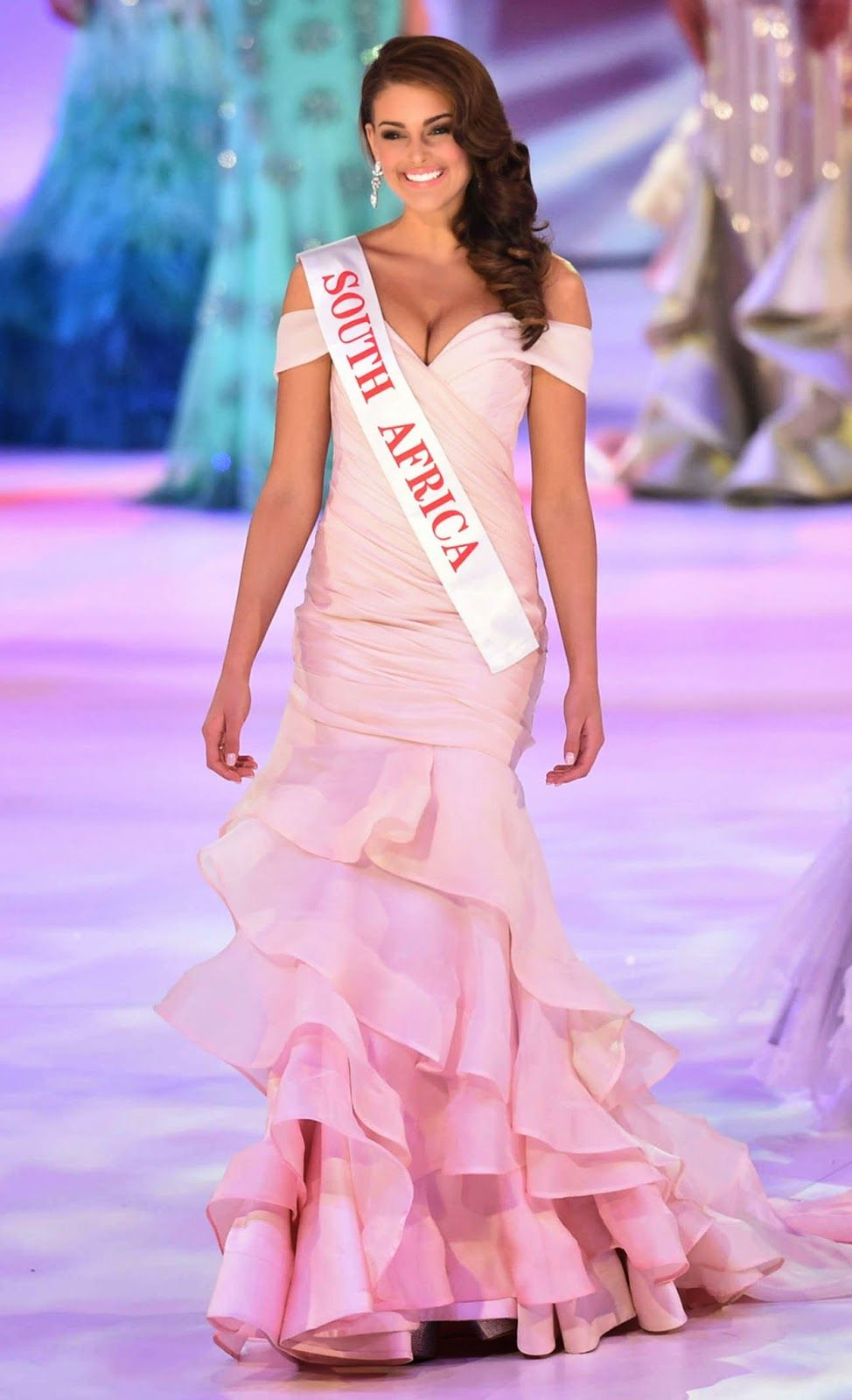 Miss South Africa Rolene Strauss is crowned the Miss World 2014