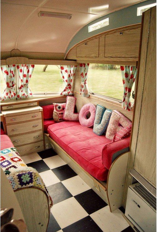 wohwagen einrichtung retro hauch romantische deko wohnwagen pinterest. Black Bedroom Furniture Sets. Home Design Ideas