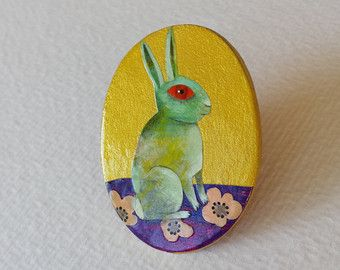 Broche -Lapin OR-  peinte à la main.