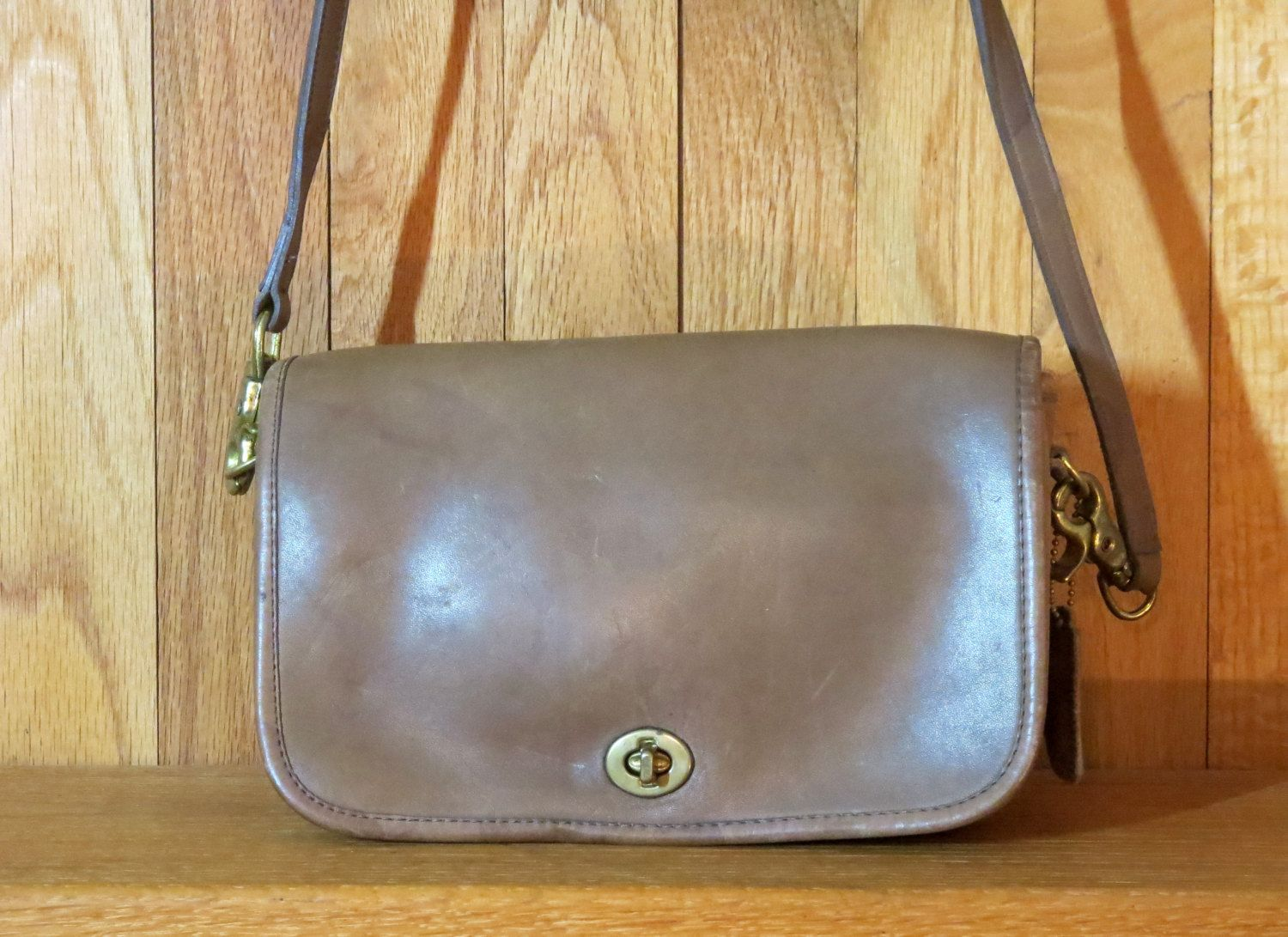 Rare Nyc Coach Pocket Purse Tabac Leather Brass Hardware