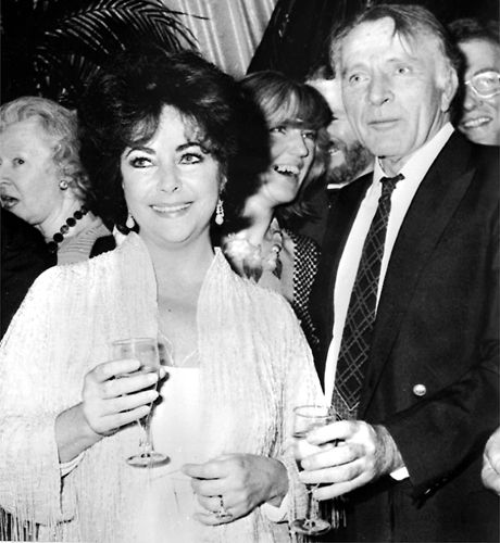Snapshot 24 Photos Of Richard Burton And Elizabeth Taylor S Romance Bbc America Elizabeth Taylor Burton And Taylor Elizabeth